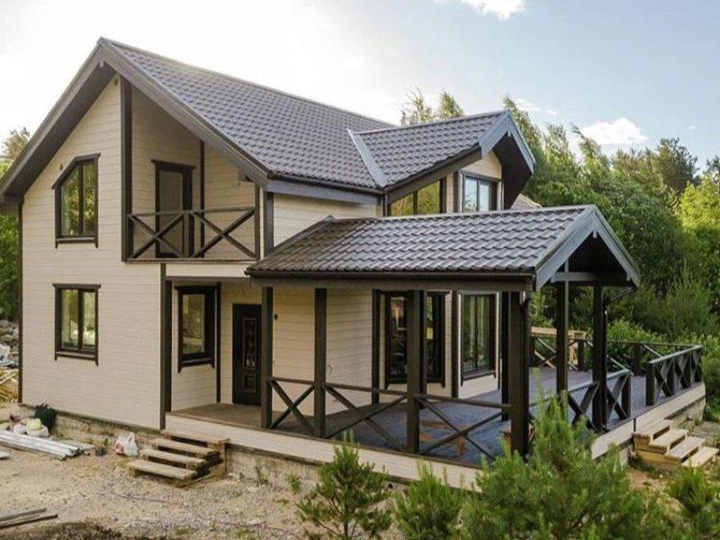 Двухэтажный дом с летней верандой