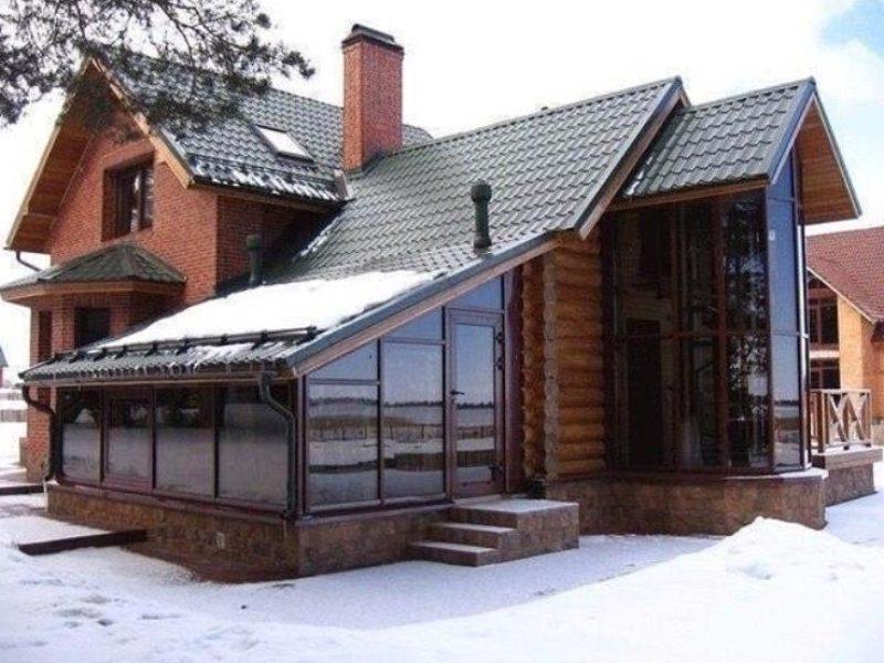 Дом из кирпича и кругляка